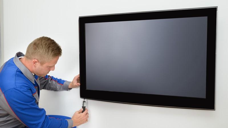 montaz-telewizora-na-scianie